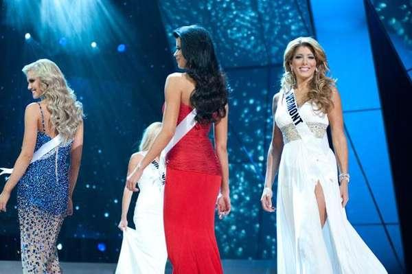 Las 10 finalistas a Miss Usa 2012 desfilan por la pasarela con traje de noche en el Planet Hollywood Resort Casino y el Teatro de las Artes Escénicas en Las Vegas