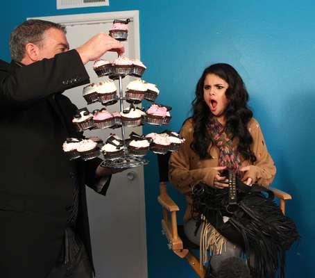 Si hay algo que puede enloquecer a Selena Gómez es que alguien le muestre una deliciosa selección de cupcakes sólo para ella.