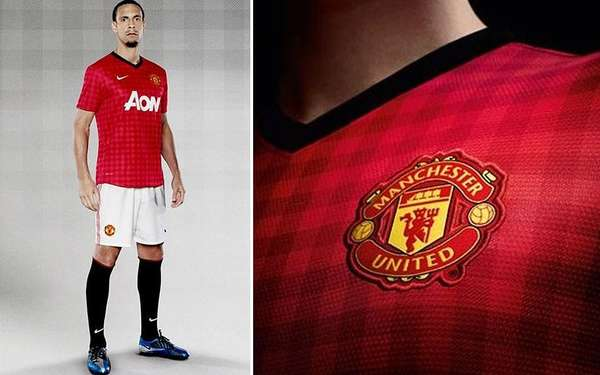 Manchester United will use a peculiar look as their first uniform in the 2012/2013 Premier League season, the red is covered by squares with a darker hue.
