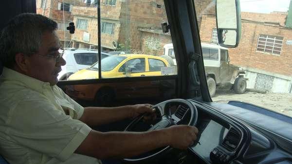 Una gran preocupación ronda la cabeza de Jaime Bernal, un conductor de bus que puede quedar en el limbo laboral, luego de que el Distrito ponga en marcha el Sistema Integrado de Transporte Público. Su vehículo, de menos de 10 años de vida, podría ser pronto chatarrizado.