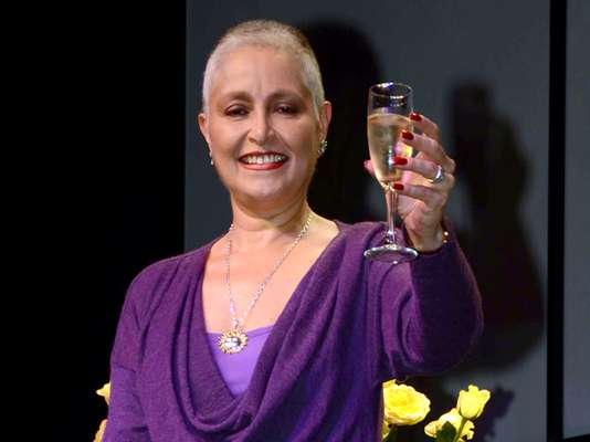 "Daniela Romo has defeated the battle against breast cancer. The ""Yo no te pido la luna"" singer reappeared with a shaved head at a press conference she called ""A toast for life."" Daniela talked about the hardships and the treatments she had to go through during this difficult time. We are thrilled that she is back on her feet and talking about this experience with the good humor that has always characterized her."