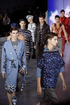 John Galliano levou muitas estampas à passarela da semana de moda masculina de Paris, nesta sexta-feira (29)