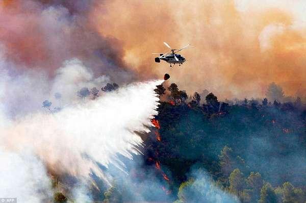 Las autoridades españolas intentan extinguir los incendios que arrasan desde hace tres días una amplia zona del este mediterráneo de España.