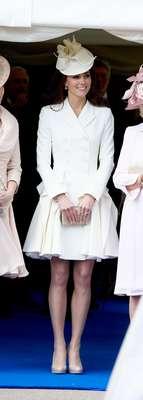 Qualquer peça usada pela duquesa de Cambridge voa das prateleiras logo em seguida. Segundo o jornal 'Daily Mail' isso está gerando uma grande oscilação de prços das roupas, sapatos e acessórios escolhidos por Kate em suas aparições públicas