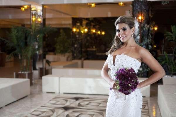 A vice-campeã do Big Brother Brasil 12, Fabiana Teixeira vai estampar a capa da primeira edição da revista 'Safira Noivas & Festas'