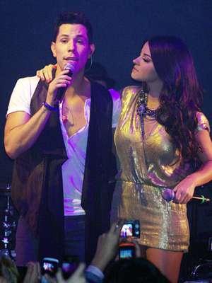 """Christian Chávez sacó a relucir la magia que tuvo RBD en una época, al interpretar una canción al lado de Maite Perroni, durante el concierto íntimo que realizó, para promocionar su DVD en vivo """"Esencial"""" en México."""