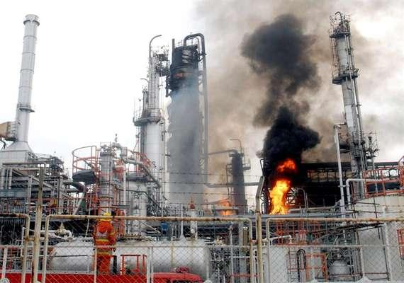 Varios accidentes han ocupado portadas durante le mes de julio. ¿Cuáles son? Un incendio causado por una explosión en la refinería de petróleo Bangchak de Bangkok, Tailandia, se registró el 4 de julio de 2012.
