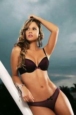 La presentadora del programa 'Fuera de Lugar' del canal RCN, Alejandra Buitrago es una de las 15 finalistas a Mejor Cola 2012, concurso que realiza la revista Tv y Novelas cada año con famosas modelos, presentadoras y actrices.
