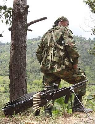 El municipio de Toribío, Cauca, ha sido objeto de hostigamientos en los últimos días por parte de las Farc que dejaron al menos 15 personas heridas y forzaron el desplazamiento temporal de sus habitantes. (Texto BBC Mundo).