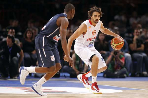 Victor Sada (R) of Spain is guarded by France's Yannick Bokolo in the second quarter of their Olympics national teams' friendly match in Paris July 15, 2012. REUTERS/Benoit Tessier (FRANCE - Tags: SPORT BASKETBALL OLYMPICS)