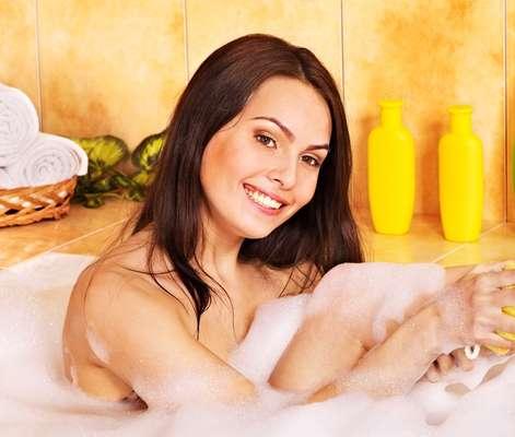 Pílula pode ser dissolvida diretamente na água da banheira e também na esponja de banho