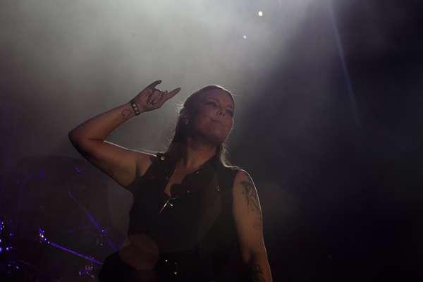 7 millones de copias vendidas internacionalmente, un disco de plata, once discos de oro y treinta de platino avalan Nightwish.