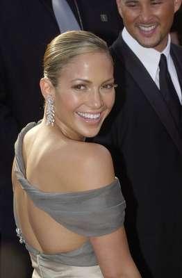 La cantante y actriz nació el 24 de julio de 1969, por lo que está en plena celebración de sus 42 años. Acá, 42 de sus mejores fotos de sus siempre espectaculares apariciones en la alfombra roja y también sobre el escenario.