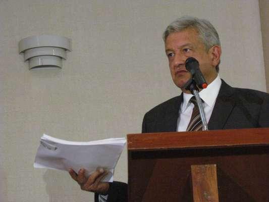 Andrés Manuel López Obrador anunció que presentará ante el Tribunal Electoral del Poder Judicial de la Federación una relación de 4 mil 891 personas que en Tabasco recibieron tarjetas Monex.