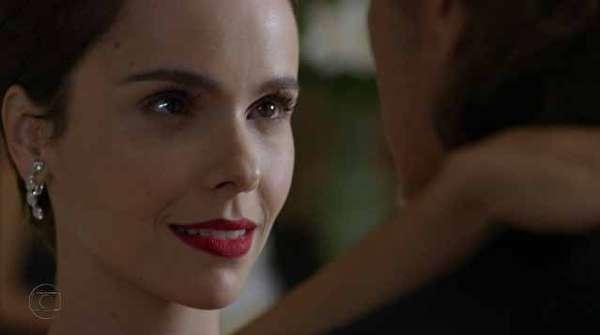 O primeiro lugar do ranking ficou com o batom vermelho da personagem Nina (Débora Falabella), de Avenida Brasil