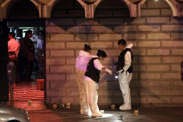 El enfrentamiento entre cárteles mexicanos ha provocado más de un centenar de asesinados en lo que va del 2012. En el último caso, el 13 de agosto, ocho personas murieron y una más resultó herida en un ataque a un bar ubicado en Monterrey (norte de México) por hombres armados que se identificaron como miembros del cártel del Golfo, confirmaron fuentes oficiales. El vocero del Consejo de Seguridad estatal, Jorge Domene, dijo que un grupo armado llegó al bar Matehuala, en el centro de Monterrey, capital del estado de Nuevo León, alrededor de las 23.00 hora local y abrió fuego de manera indiscriminada.