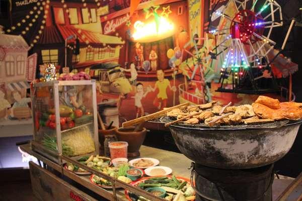 O processo de tempero e fermentação de ingredientes populares nas receitas da Ásia é tema de exposição em Bangcoc. No acervo permanente do museu em Bangcoc há uma réplica de barraquinha de rua. A venda de comida nas calçadas da capital tailândesa é comum