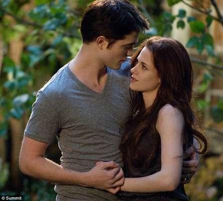 """Kristen Stewart y Robert Pattinson en nuevas imágenes de """"Amanecer 2"""""""