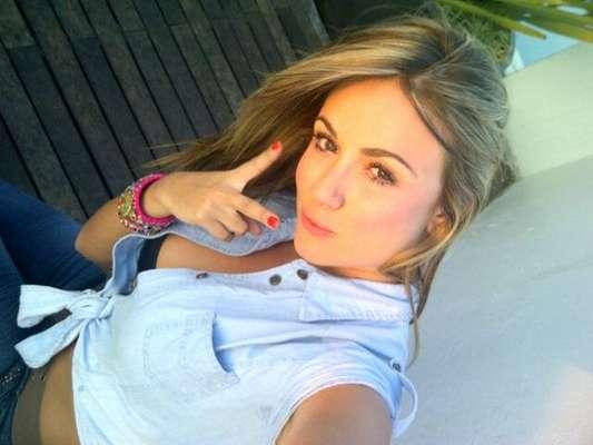 Sara Uribe Cadavid, nació el 28 de noviembre de 1990 en Medellín-Antioquia. Se desempeña como comunicadora social, modelo y presentadora de su región. Actualmente, es una de las cinco mujeres que compite en el reality más visto de la televisión colombiana, 'Protagonistas de Nuestra Tele'.