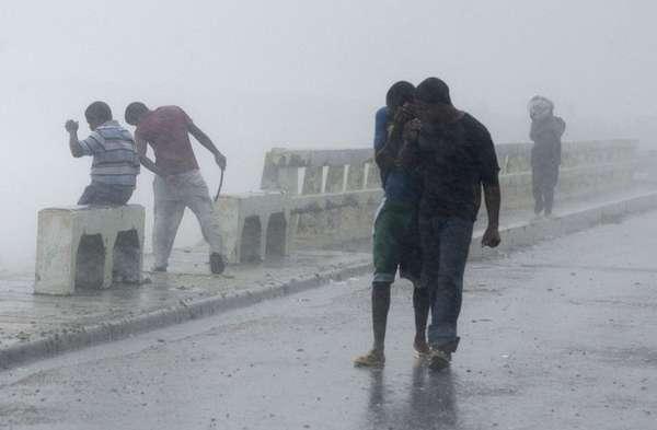La tormenta tropical Isaac que azota el Caribe, llegó a República Dominicana con fuertes lluvias