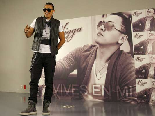 """Félix Danilo Gómez, mejor conocido como Nigga, se mostró bien contento a la prensa, durante la presentación de su más reciente producción discográfica titulada """"Vives En Mi""""."""