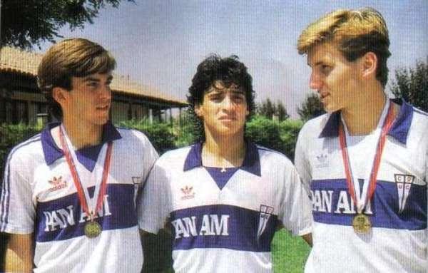 El ex mediocampista chileno inició su carrera en 1985 con la Universidad Católica de Chile, equipo con el que fue campeón en 1987 y al cual dejó en 1991.