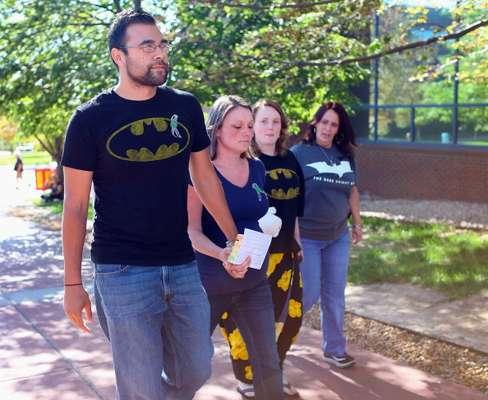 """Holmes, un ex estudiante de doctorado en neurociencia, está acusado de abrir fuego el 20 de julio durante una exhibición de medianoche de la nueva película de Batman """"The Dark Knight Rises"""" en Aurora. Además de los muertos, 58 personas resultaron heridas en el ataque."""