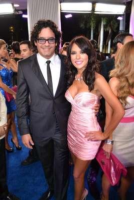 Para comenzar, aquí están un guapo y una divina, Mario Cimarro y su novia Vanessa Villela, quienes llamaron la atención por lo cariñosos entre s''i y con la prensa.