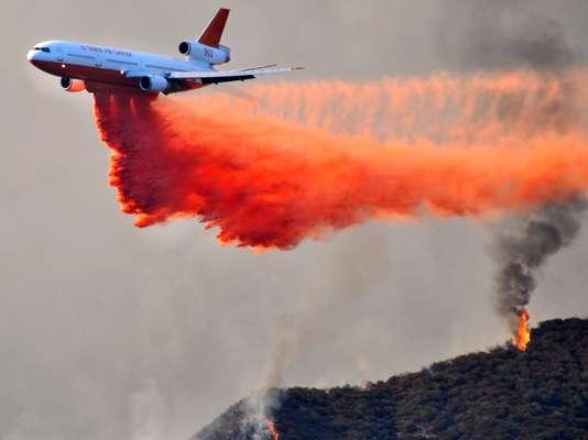 El Servicio Forestal federal de Estados Unidos anunció este martes que un incendio forestal, ya que ha consumido unas mil 500 hectáreas en el sur de California, podría ser sofocado solo hasta mediados de septiembre por las condiciones del clima y del terreno.