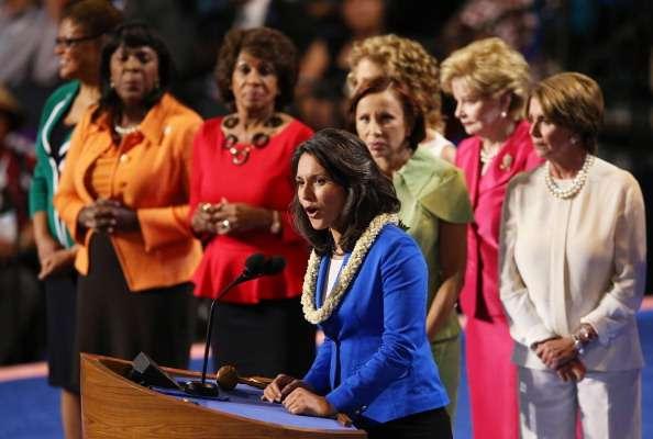 El primer día de la Convención Demócrata comenzó con una tanda de discursos de alrededor de 20 mujeres, algunas Representantes y otras candidatas, que hablaron sobre diversas problemáticas que enfrenta el género.