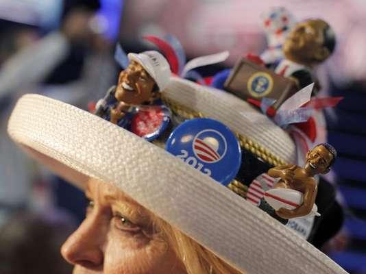 Fue inaugurada oficialmente este martes la Convención Nacional Demócrata. Buscando apoyar el actual presidente Obama a la relección, los partidarios lucieron por las calles de Charlotte adornos y accesorios en alusión al demócrata.