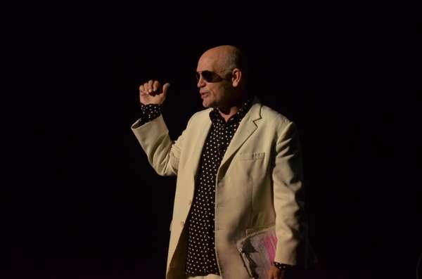 """John Malkovich se presentó en la noche de este martes con su espectáculo """"The Infernal Comedy"""", en el Movistar Arena ante un poco más de dos mil personas."""