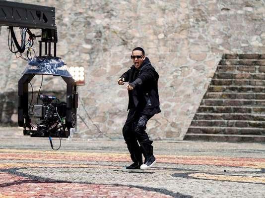 """Para ir calentando el ambiente mientras llega el estreno mundial de """"Prestige"""", Daddy Yankee lanzó unas impresionantes imágenes, detrás de cámaras, de lo que será su próximo videoclip titulado """"Limbo""""."""