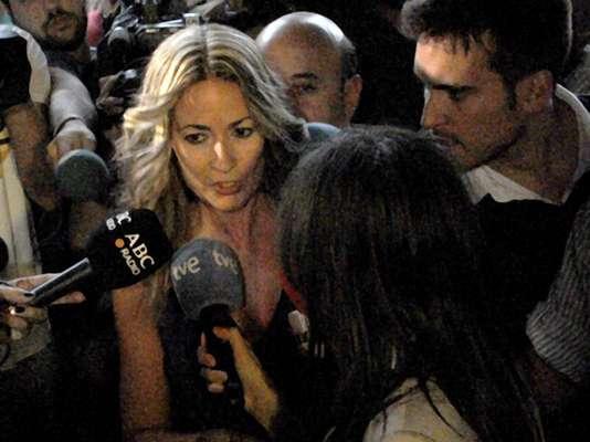 La concejal socialista Olvido Hormigos Carpio presentó su carta de renuncia en el Ayuntamiento de Los Yébenes, España, después de que circulara en las redes sociales un video casero de contenido xxx que la tiene como única protagonista, sin embargo, gracias al apoyo en las redes sociales la funcionaría decidió no dimitir.