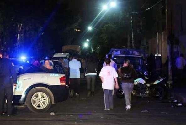02-septiembre-2012.- Un hombre falleció y cuatro más resultaron lesionados la noche del sábado después de que les dispararon desde un vehículo en movimiento cuando se encontraban en calles de la Delegación Azcapotzalco, DF.