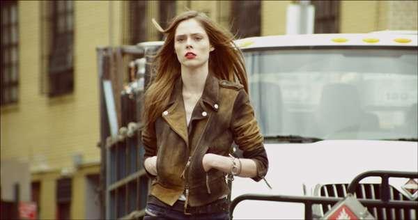 Cinco it girls foram escolhidas para estrelar a nova coleção de jeans feminino da Diesel. Coco Rocha fotografou com a skinny Getlegg