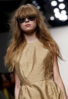 Fora do circuito do Lincoln Center, a estilista neozelandesa Karen Walker desfilou na segunda-feira (10) sua coleção primavera-verão 2013 num estúdio do Pier 59 de Manhattan, em Nova York