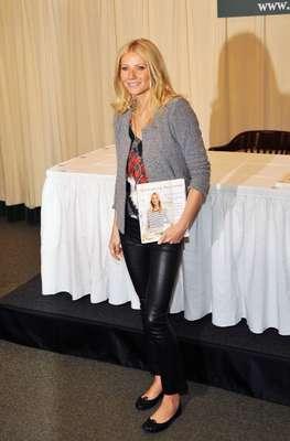 La actriz Gwyneth Paltrow acaba de ser nombrada como La mujer mejor vestida del mundo del 2012 por People gracias a su estilo simple, elegante y no valerse de tendencias extrañas según la revista.