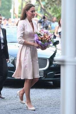 Kate Middleton, la duquesa de Cambridge, hizo gala de sus mejores diseños y por primera vez lució estampados de colores, en el viaje oficial por Asia con motivo del Jubileo de Diamantes de la Reina Isabel II.