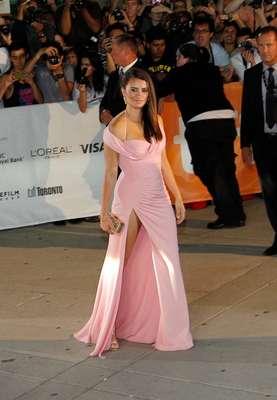 La actriz española acudió al festival de Toronto para presentar Twice Born. Aunque deslumbrante la vimos más rellenita, ¿Kilos de más o un nuevo embarazo?