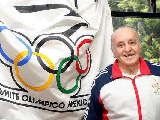 Joaquin Capilla.- clavadista quien ganó medalla de oro en los Juegos Olímpicos de Melbourne 1956, medalla de plata en los Olímpicos de Helsinki 1952, 2 medallas de bronce en los Olímpicos de Londres 1948. Se le considera el fundador de la gran tradición olímpica de los clavados en México. Máximo medallista mexicano de todos los tiempos con 4 medallas olímpicas y el primero que logró medalla en más de una edición olímpica.