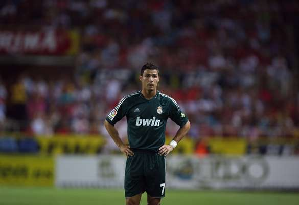 Real Madrid's Cristiano Ronaldo looks on during their Spanish First Division soccer match against Sevilla at Ramon Sanchez Pizjuan stadium in Seville September 15, 2012. REUTERS/Marcelo del Pozo (SPAIN - Tags: SPORT SOCCER)