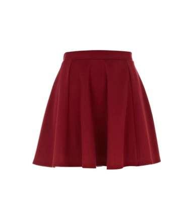 """Las faldas en tipo """"A"""". Son prendas clásicas que se pueden usar en cualquier ocasión. Son cómodas y femeninas y permiten lucir nuestras bien torneadas piernas."""
