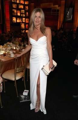 """Jennifer Aniston, 43 - """"Os 40 são ótimos. Recentemente parei de fumar e então você ganha alguns quilos. Isso faz diferença especialmente se você não tem mais 20 anos. Entrei em pânico quando cheguei aos 30, mas então percebi que só fica melhor. Quando diz que a juventude é uma coisa maravilhosa, que pena desperdiçá-la em jovens, é verdade. Queria saber disso aos 30"""", disse em entrevista à revista 'GQ'"""