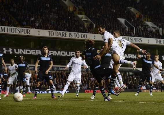 Tottenham Hotspur's Steven Caulker (R) heads a disallowed goal.