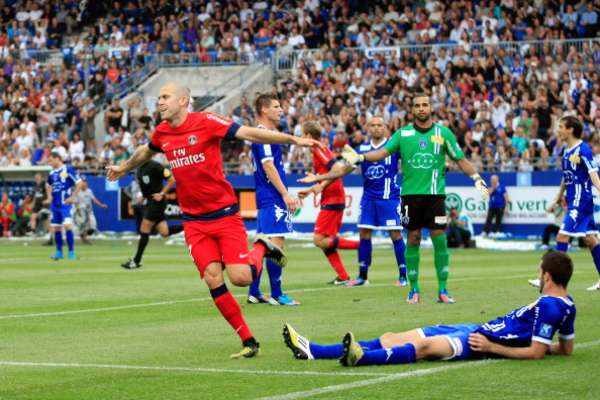 Jèremy Mènez abrió el marcador apenas al minuto seis.