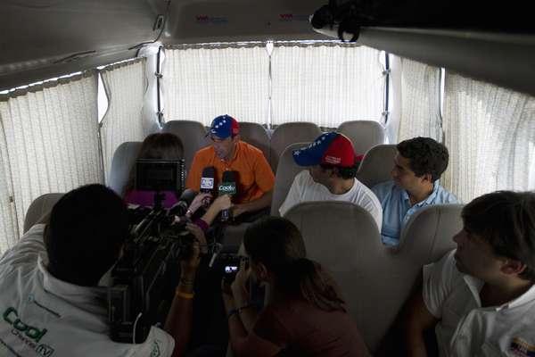 """El candidato a la Presidencia de la alianza opositora de Venezuela, Henrique Capriles, dijo que tiene """"una responsabilidad histórica"""" y que la generación de líderes políticos contraria al mandatario, Hugo Chávez, no le puede fallar al país de cara a las elecciones del 7 de octubre. (Con textos EFE)."""