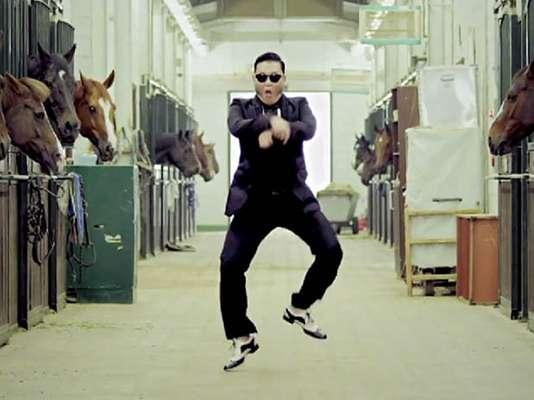 """Ahora que el tema """"Gangnam Style"""", del rapero coreano Psy, se ha convertido en un verdadero fenómeno en la web, alcanzando más de 300 millones de visitas en YouTube, gracias a su particular coreografía denominada """"horse dance"""" o """"el paso del caballo"""", repasamos algunos hits que también han desatado una locura en cuanto a bailes pegajosos se refiere ¡Descúbranlos!."""