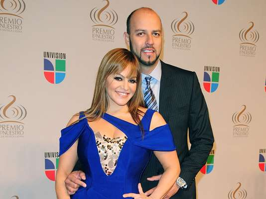 We thought Jenni Rivera's fairytale marriage would last forever but today she announced, it's OVER!