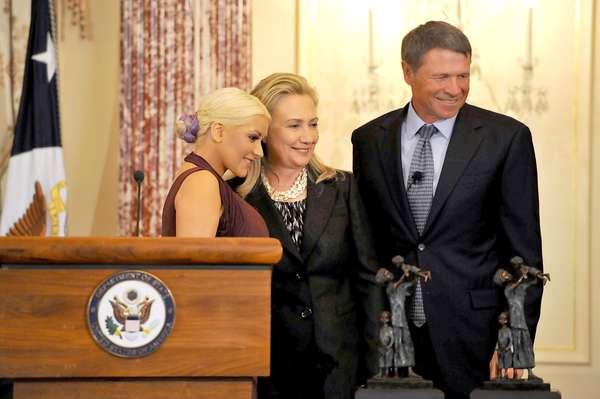 """Los premios comienzan a llegarle a Christina Aguilera, mientras afina detalles para el lanzamiento de """"Lotus"""", su nuevo disco, pues fue reconocida por el gobierno de Estados Unidos, gracias a su labor para combatir el hambre y la desnutrición infantil en América Latina."""